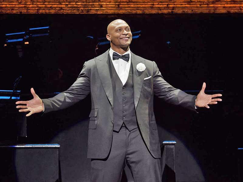 Eddie George in musical Chicago Broadway performing
